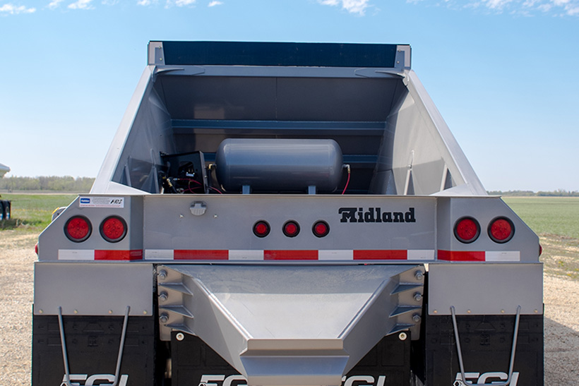 TC Belly/Bottom Dump Gravel Trailer Back End Detail